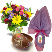 immagine Mixed flowers bouquet and Chocolate Egg