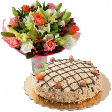 immagine Hazelnut cake and mixed flowers