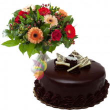 immagine Yellow and orange  bouquet with chocolate cake